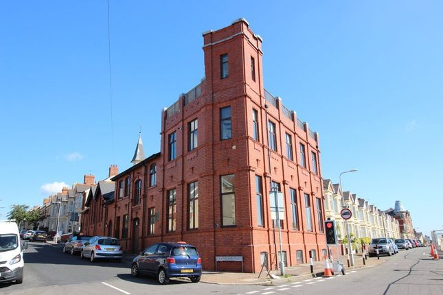 Thumbnail Flat to rent in Dock View Road, Barry