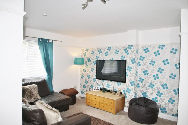 Thumbnail Flat to rent in Ground Floor Flat, Woodford Avenue
