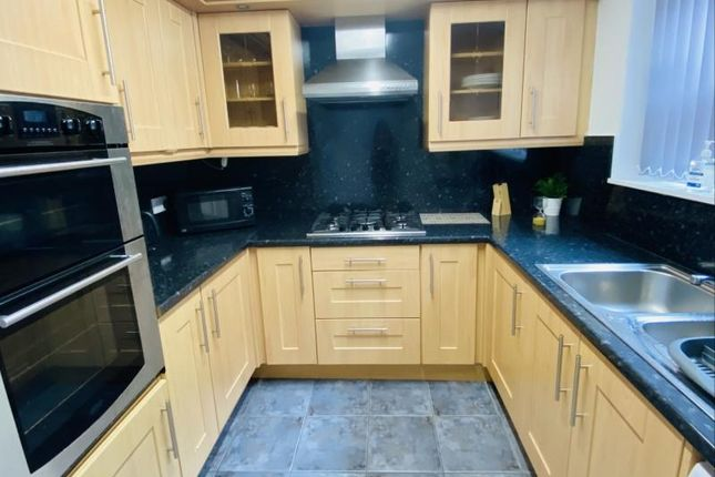 5 bed terraced house to rent in Hill Top Mount, Leeds LS8