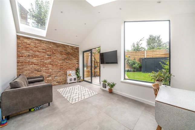 2 bed flat for sale in Silvester Road, East Dulwich, London SE22