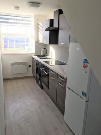 Thumbnail Flat to rent in Ferrybridge Road, Castleford