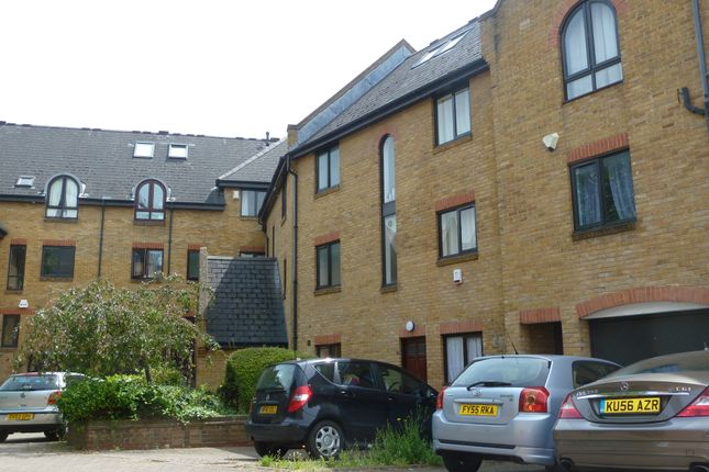 Thumbnail Terraced house to rent in Kennet Street, Wapping