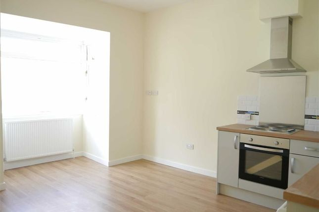 2 bed flat to rent in Fortuneswell, Portland, Dorset