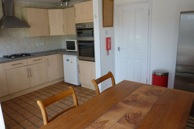 5 bed terraced house to rent in Howard Road, Surbiton