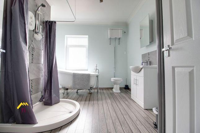 Bathroom of Albert Villas, Coulman Street DN8