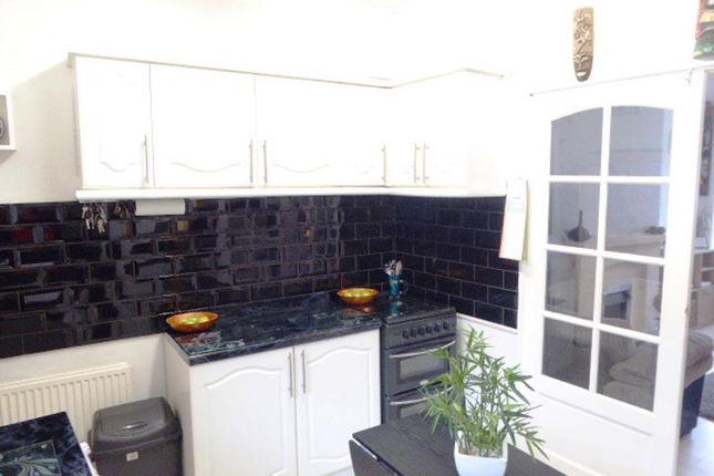 Kitchen of Renfrew Street, Hull HU5