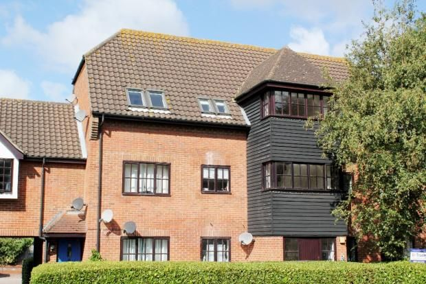 Thumbnail Flat for sale in Spruce Close, Basildon