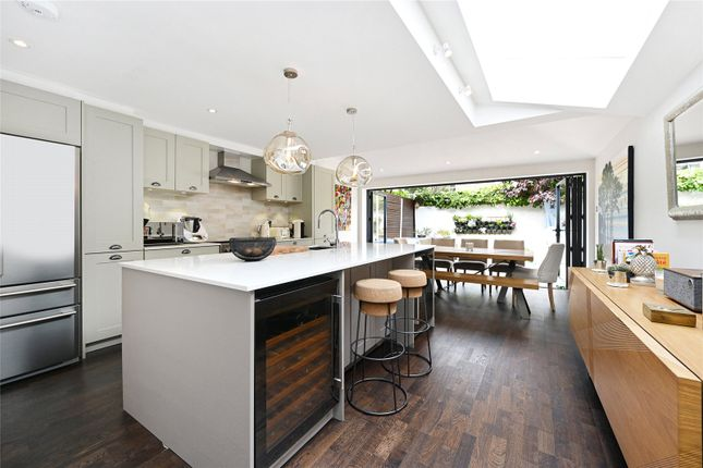 4 bed end terrace house to rent in Bennerley Road, London SW11