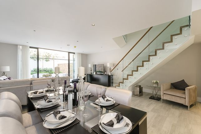 Thumbnail Town house to rent in Morea Mews, London