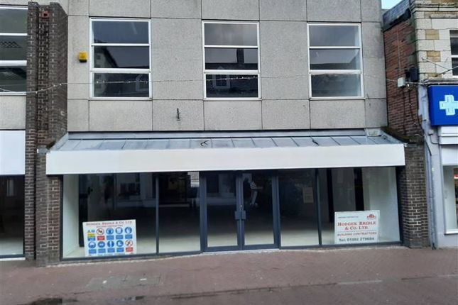 Retail premises to let in Newquay