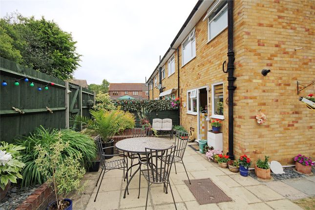 Picture No. 27 of Hillside Gardens, Addlestone, Surrey KT15