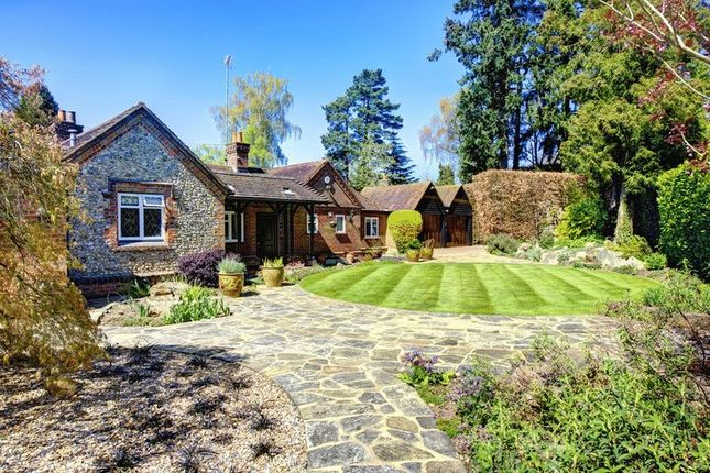 4 bed detached house for sale in Manor Road, Penn, High Wycombe