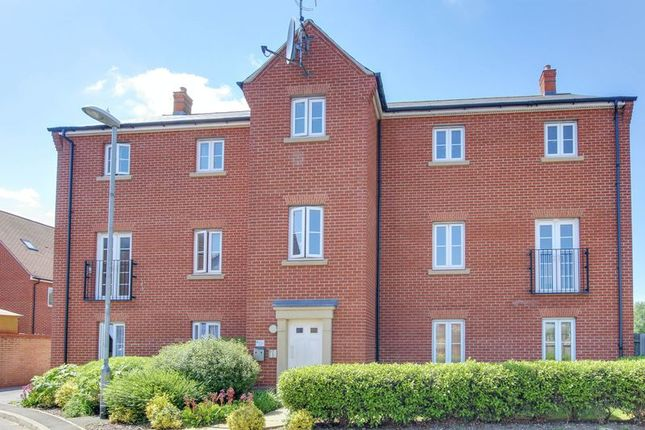 Thumbnail Flat for sale in Kirk Way, Colchester