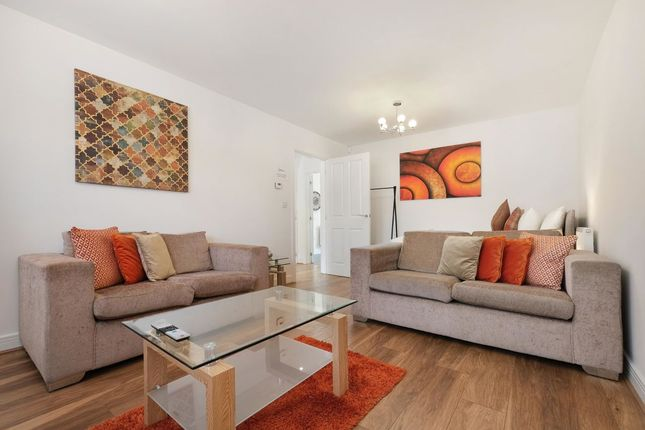Thumbnail Flat to rent in Oxlade Drive, Slough