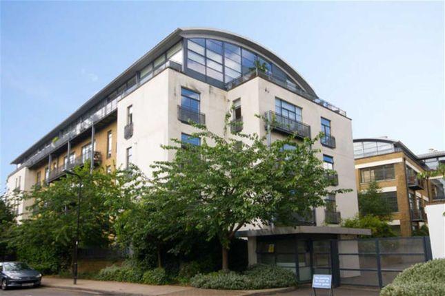 Thumbnail Flat to rent in Evershed Walk, London