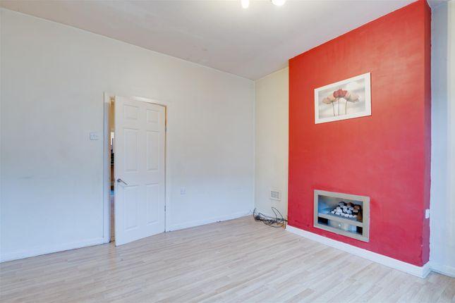 Lounge 1 of Goosebutt Street, Parkgate, Rotherham S62