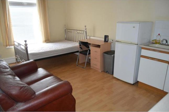 Thumbnail Studio to rent in Claude Road, Roath, Cardiff
