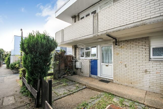 Thumbnail Flat for sale in Monksgrove, Loughton