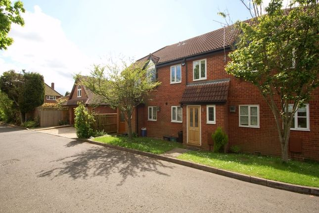 3 bed end terrace house to rent in Bell Close, Beaconsfield, Buckinghamshire