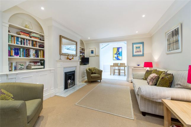 Thumbnail Mews house to rent in Waterden Court, Queensdale Place, Holland Park, London