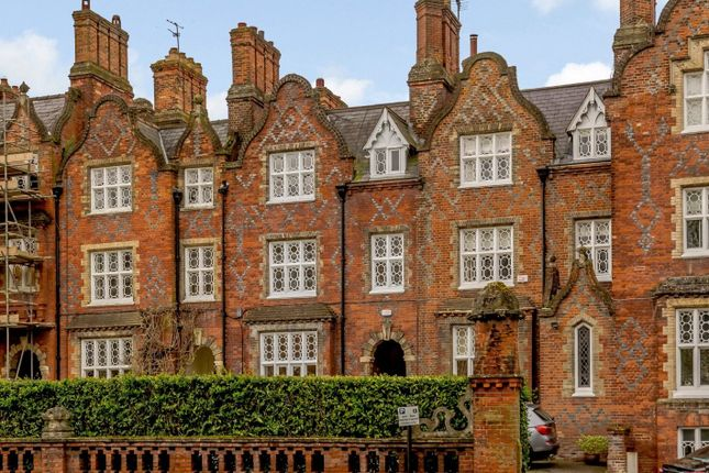 Thumbnail Town house for sale in Queens Terrace, Kings Road, Windsor, Berkshire