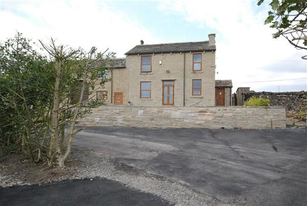 Thumbnail Cottage to rent in House Of The Hill Farm, Hallfold, Rochdale