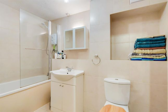 Bathroom of Woodridge Close, The Ridgeway, Enfield EN2