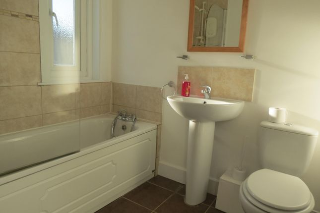 Bathroom of Kinsbourne Avenue, Bournemouth BH10