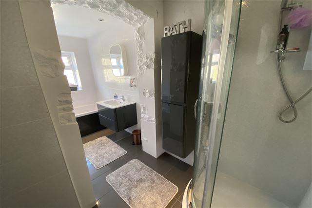 Bathroom of Hollinsend Avenue, Sheffield, Sheffield S12