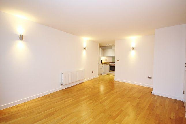 Thumbnail Flat for sale in Enfield Road, De Beauvoir
