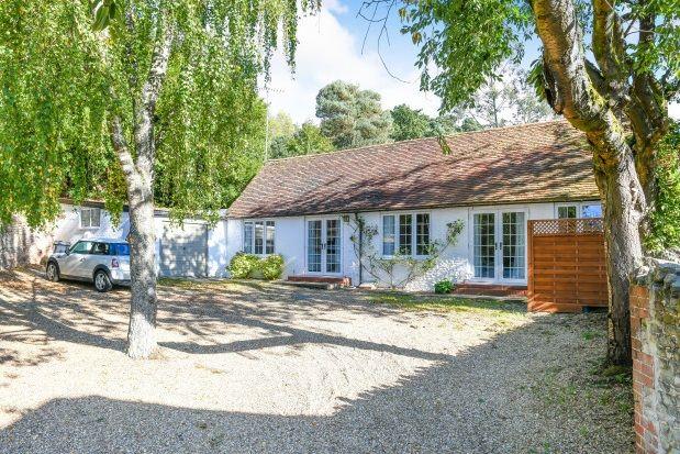 Thumbnail Bungalow to rent in Kennel Lane, Frensham, Farnham