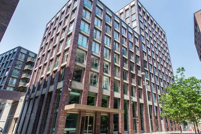 1 bed flat to rent in Embassy Gardens, Nine Elms, London