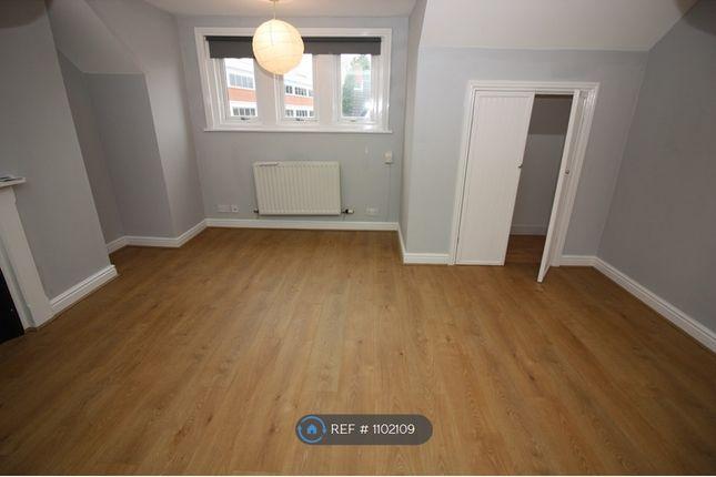 Studio to rent in Victoria Road, Swindon SN1