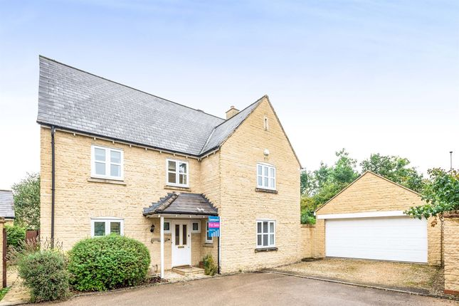 5 bed detached house for sale in Larkspur Grove, Witney OX28