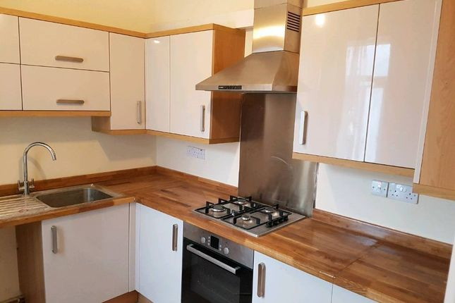 Thumbnail Flat to rent in Mortlake Road, Ilford