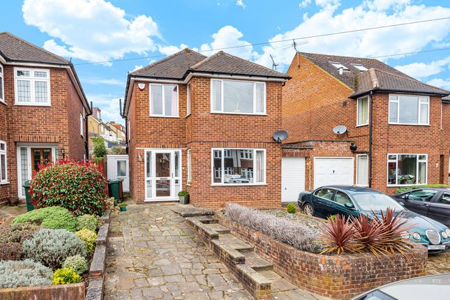 3 bed detached house to rent in Links Way, Croxley Green, Rickmansworth, Hertfordshire WD3