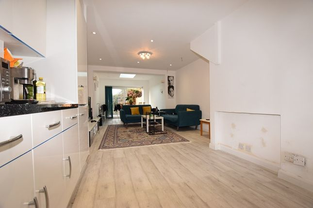 Thumbnail Terraced house for sale in Mapeshill Place, London