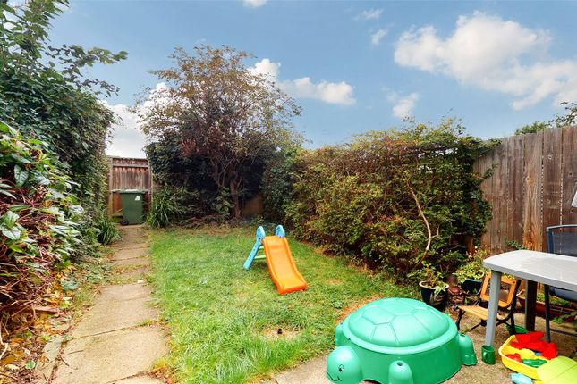 Picture No. 11 of Yardley, Lee Chapel North, Basildon, Essex SS15