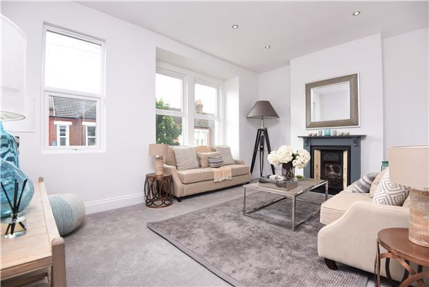 Thumbnail Flat for sale in Glasford Street, London