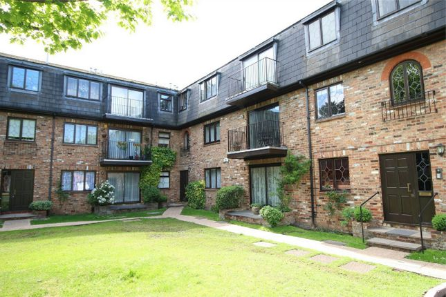 Thumbnail Flat for sale in Bycullah Road, Enfield, Middlesex