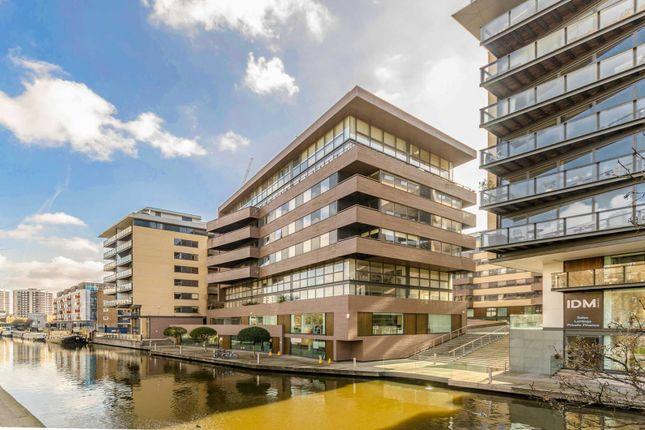 Thumbnail Flat to rent in Gainsborough Studios, Islington