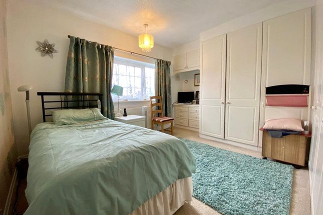 Picture No. 21 of Snelling Avenue, Northfleet, Kent DA11