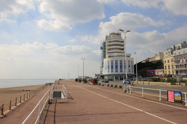 Thumbnail Flat for sale in 121 Marine Court, St. Leonards-On-Sea, East Sussex.
