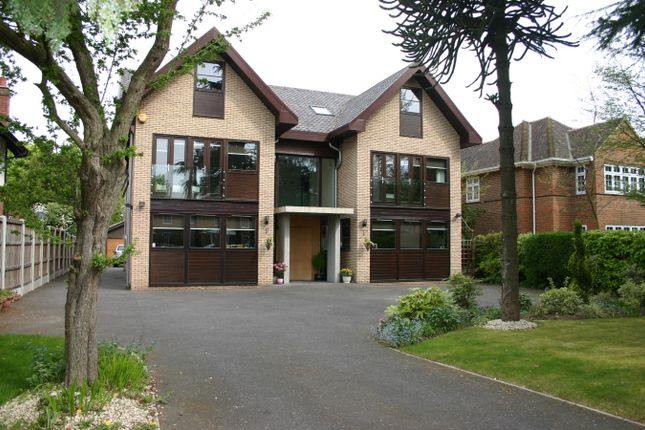 Thumbnail Detached house for sale in Burntwood Avenue, Emerson Park, Hornchurch