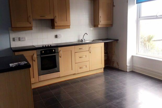 Thumbnail Flat to rent in High Street, Criccieth