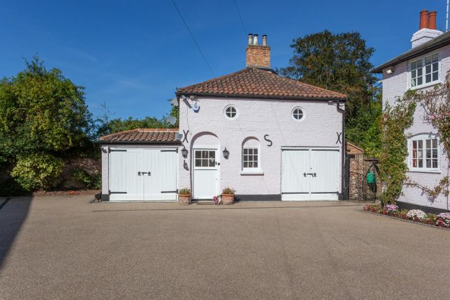 Thumbnail Detached house for sale in Manor Road, High Beech, Loughton