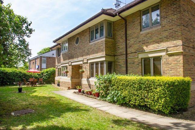 Thumbnail Flat to rent in Burford Road, Carterton