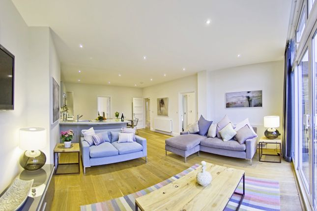 Thumbnail Flat to rent in Springfield, Albany Crescent, Claygate, Esher