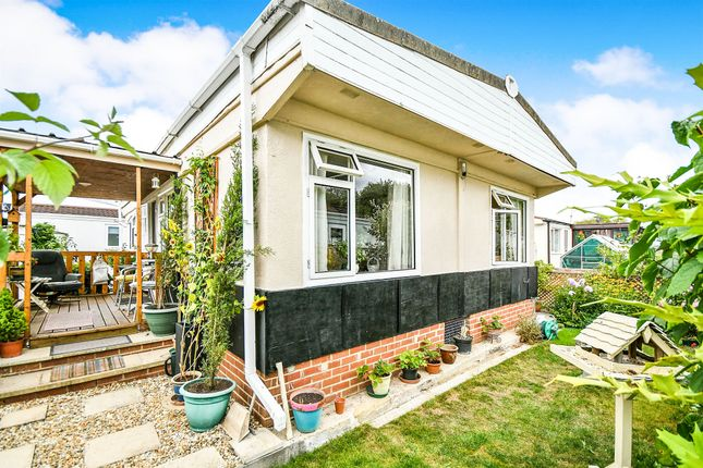 Mobile/park home for sale in Manor Avenue, St. Johns Priory, Lechlade
