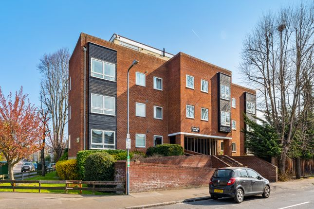 2 bed flat for sale in Wellesley Road, London E11
